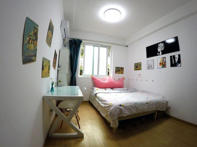 Cozy room along line 7 Luonan Xincun Station .