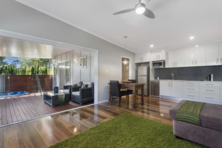 NEW - Secluded luxury cottage for couples - Coolum Beach - Lejlighed
