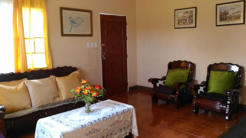 Cheap Tagaytay Transient House