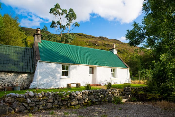The Old Croft House - Traditional Highland Cottage