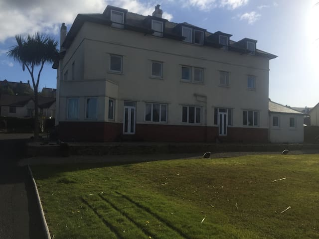3 x 1 be(URL HIDDEN)Bed apartments - Brodick - Daire
