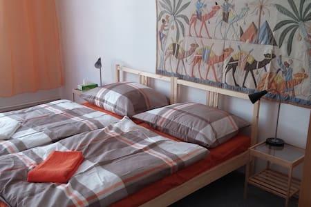 Orange African Room in Prague Letná/Holešovice - Praha - Byt