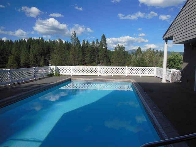 Snow Springs Poolhouse