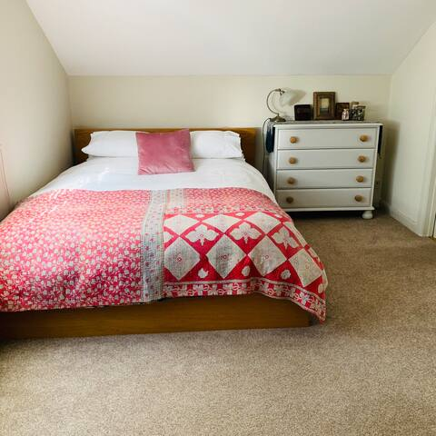 Double room in Friendly family home