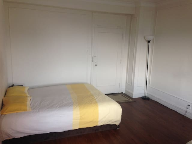 Studio with kitchen in central west end - St. Louis - Appartement