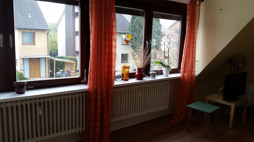 Private room in Neustadt with balcony - Bremen - House