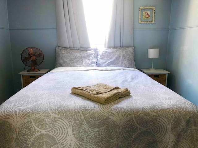 Quiet Double Room 3 Airbnb House Hub of West End