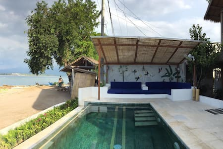 LUXERY BEACHFRONT VILLA WITH PRIVATE POOL, 8 pax