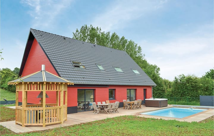 Amazing home in Saint-Denoeux with Jacuzzi, Heated swimming pool and 4 Bedrooms