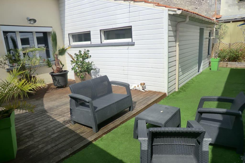 Terrasse - Salon. Voile d ombrage supplémentaire