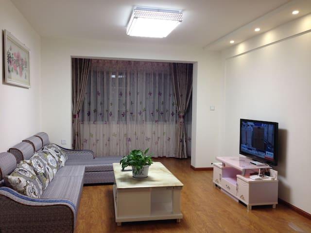 京昆高速出入口附近西客站旁家庭公寓 - Liangshan Yizuzizhizhou - Квартира