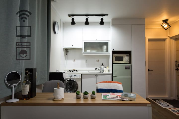 [New open/Free Wifi]Clean & Cozy House in Hongdae