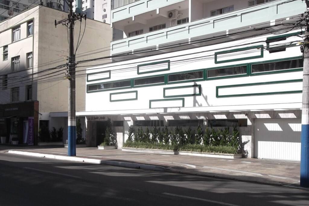 Fachada do prédio na av Brasil