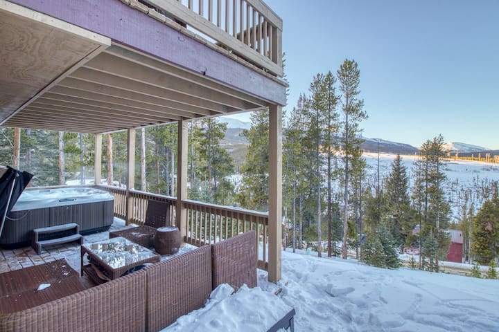Spacious house with private hot tub and fantastic views near skiing and town