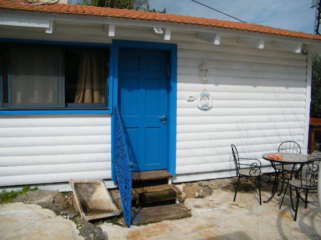 The Lake House - בקתות האגם - couple cottage - migdal - Bed & Breakfast