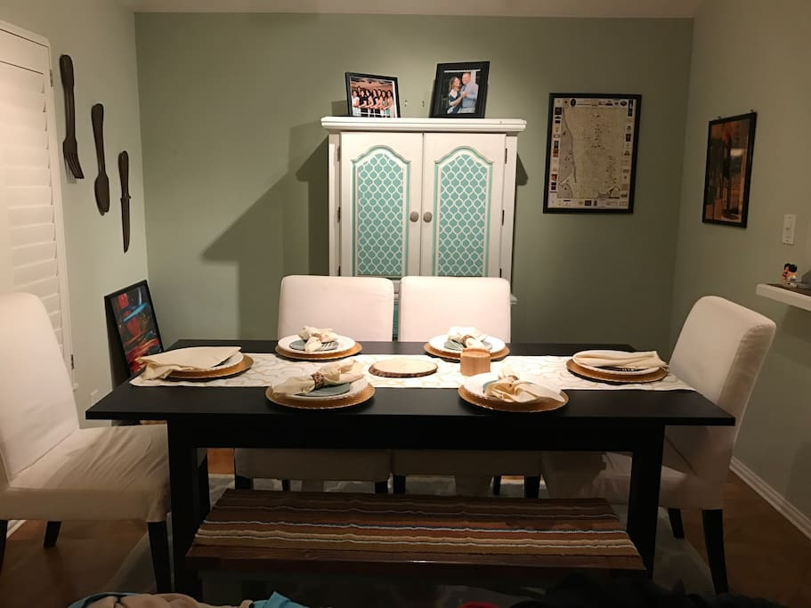 Dining room that seats 6 people