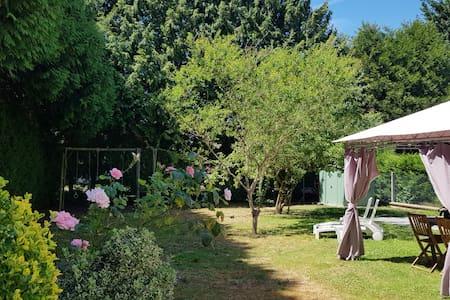 maison cosy, accueillante avec son jardin fleuri