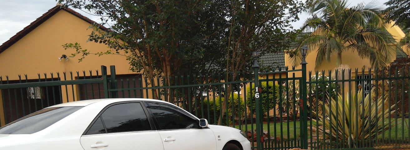 Beautiful Home - Karen Park off N4 to Rustenburg - Akasia - Casa