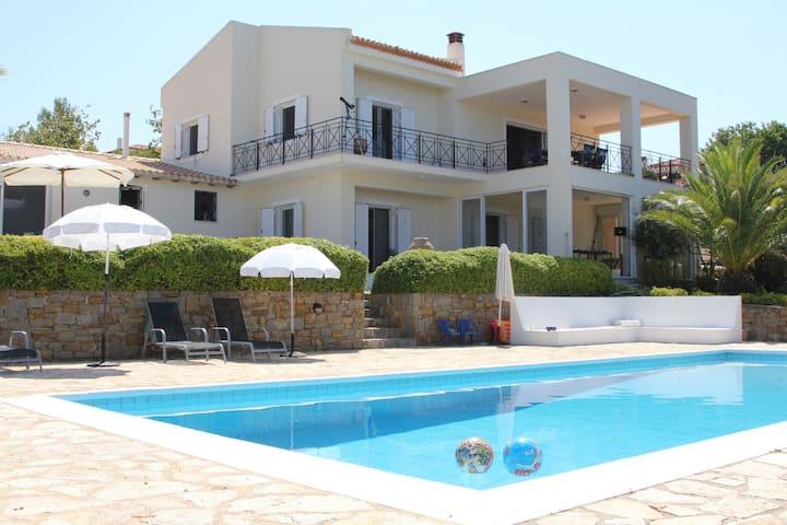 Villa, 4 bedrooms, seaview, priv.pool, Peloponnese - Methoni - Villa
