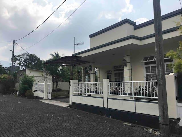 Villa Taman Permata Gadog, Cipanas, Puncak