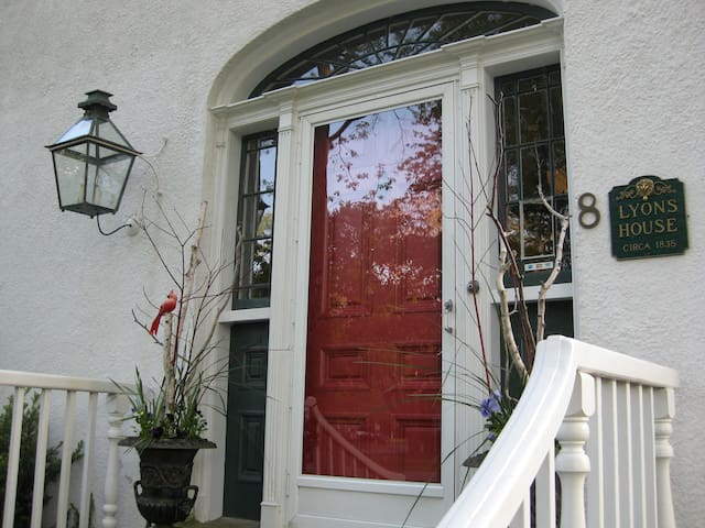 Historic Lyons House Bed and Breakfast - Niagara-on-the-Lake - Daire