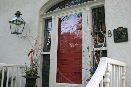 Historic Lyons House Bed and Breakfast - Niagara-on-the-Lake - Lejlighed