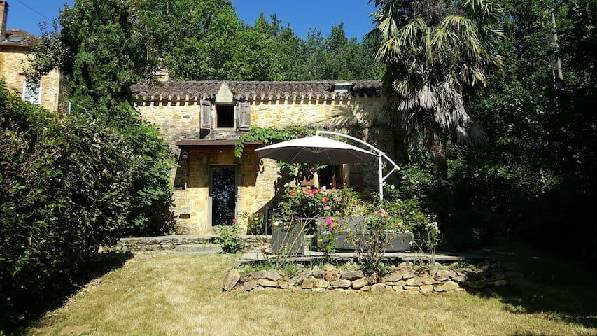 Agréable maison de campagne en pierre