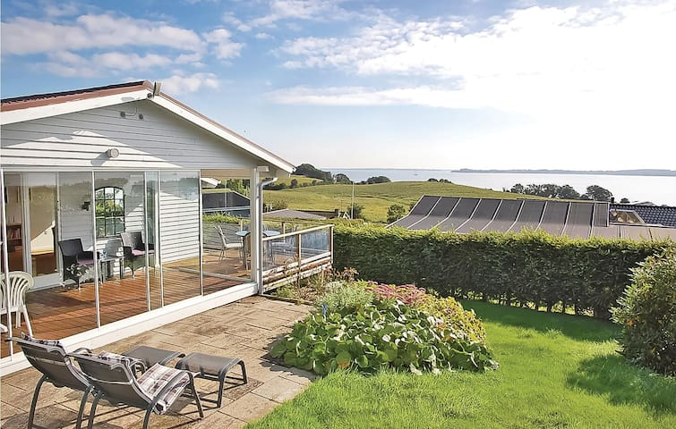 Holiday cottage with 2 bedrooms on 53m² in Aabenraa