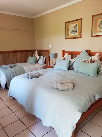 Rm7 SC Honey Lodge Dinokeng big 5 game reserve