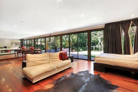 Spacious, tranquil 70 sq mt garden granny flat - Vaucluse