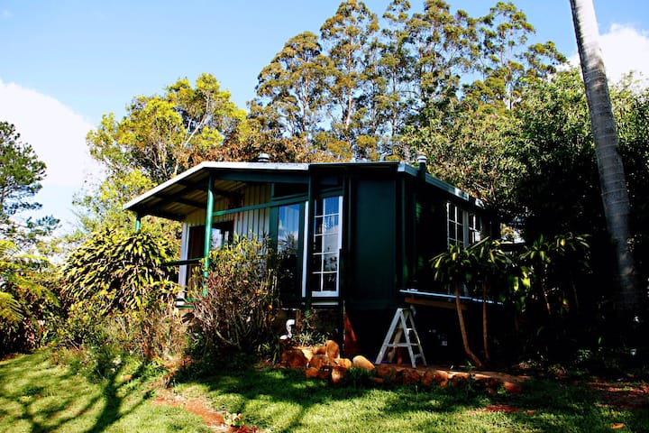 New, Maleny Monet's Shed (1-3 p)