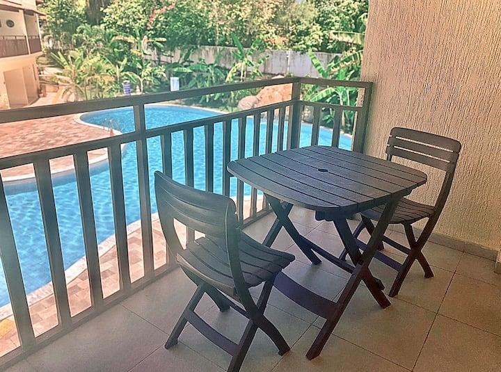 Pertinho do centro com varanda e vista p/ piscina