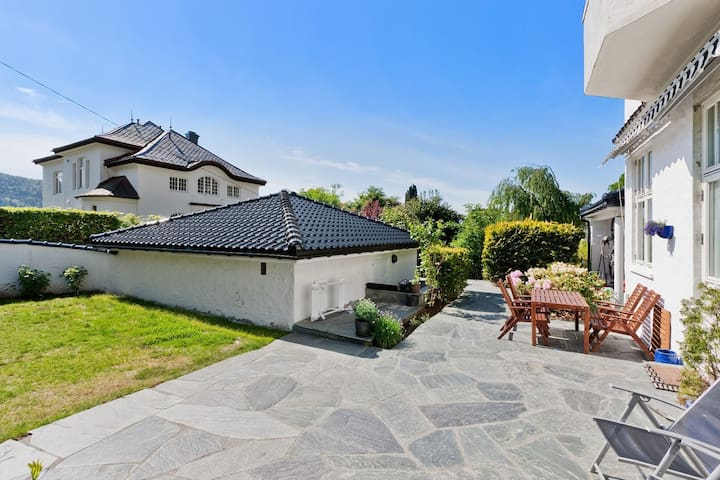 Room for 2 in high end house - Bergen - House