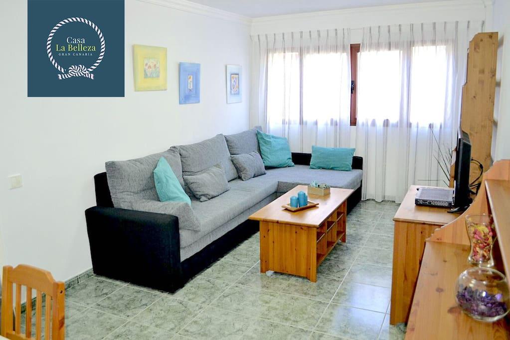 Salone con ampio divano letto