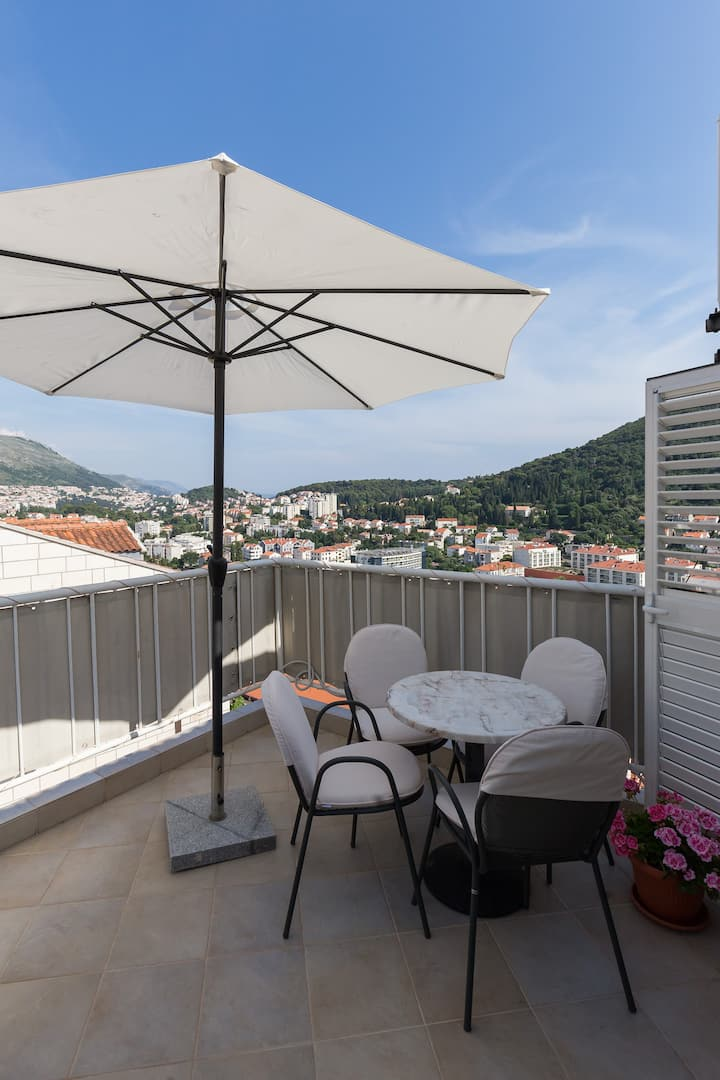 Green Hills Apartment - One Bedroom Apartment with Balcony and Sea View