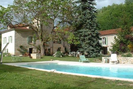 Sublime proprieté XIXème, piscine, parc fleuri. - Vers - Dům