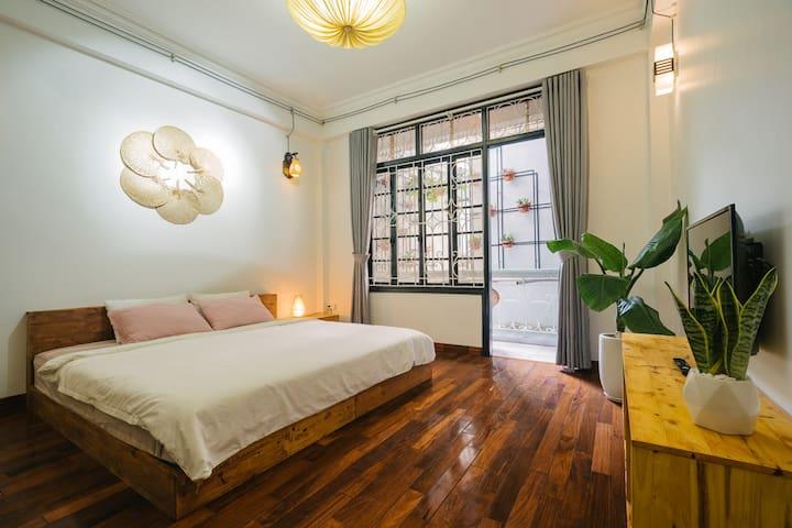No.5 Bright room with balcony [Hanoi Central]