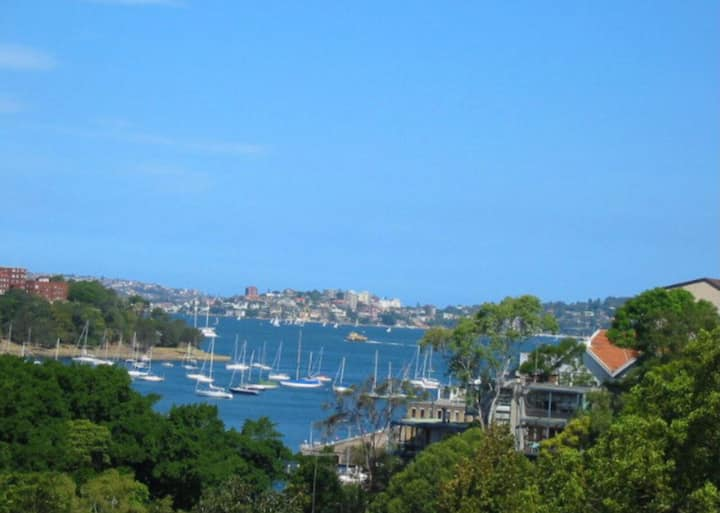 North Sydney unit with beautiful balcony view!