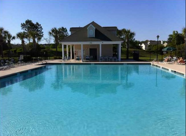 Southern Home with Private Bed/Bath & Pool Access! - Charleston - House