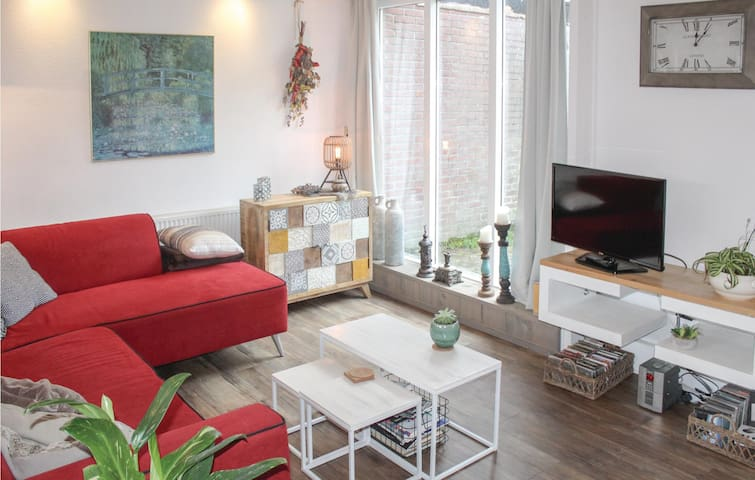 Holiday cottage with 2 bedrooms on 83m² in Warmenhuizen