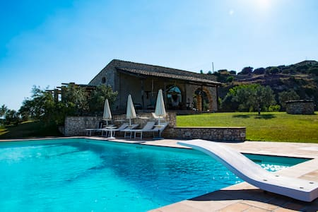 Famhouse with swimming pool in Gerace