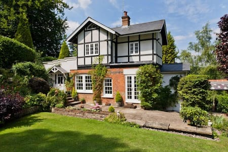 PRIVATE GETAWAY IN THE NORTH DOWNS - Woldingham