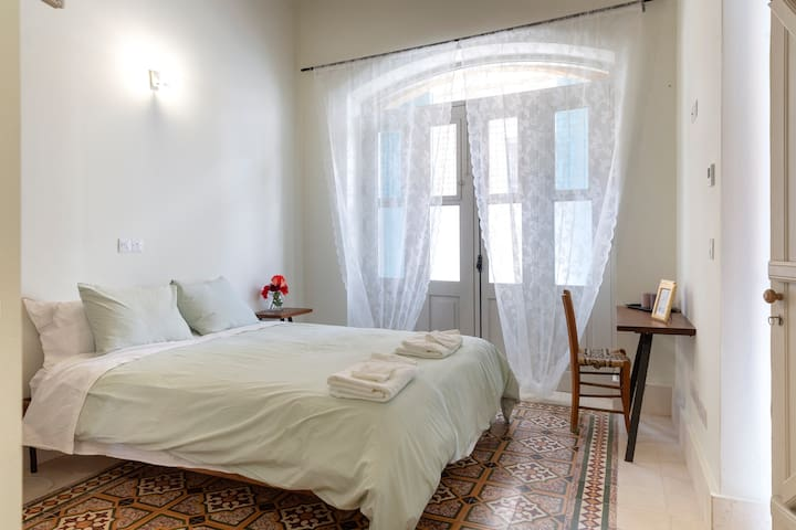 Independent,en-suite room, near Old Town-Nicosia