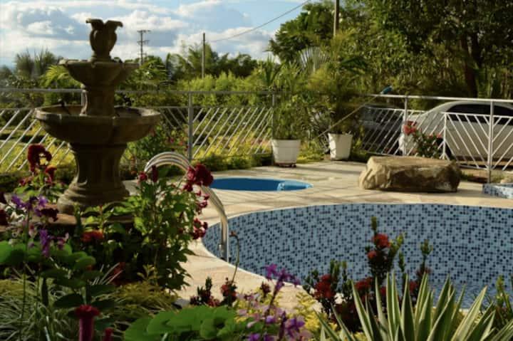 Casa campestre con piscina y hermosas zonas verdes