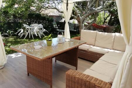 Garden, terrace and barbecue