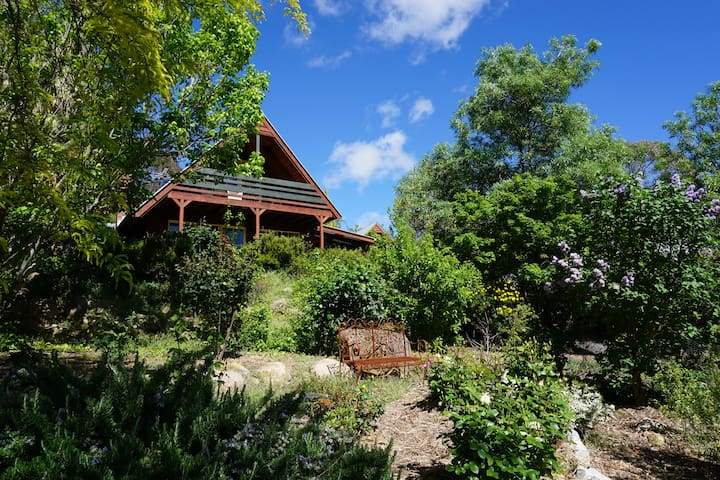 Beechworth Camellia Cottage