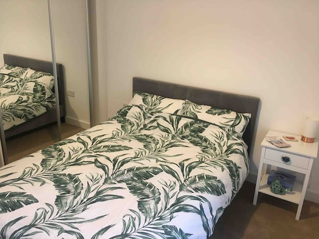Double room with en-suite + free gym onsite