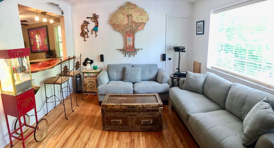 Cozy BOHO Cottage 6 MIN From DWNTWN (Upstairs)