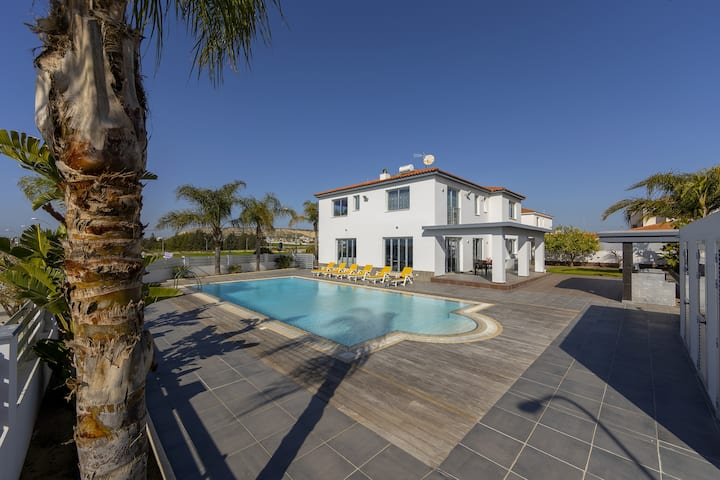 Villa Zoe, Modern, Elegant with large pool
