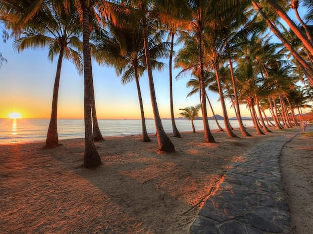 Palm Cove Beach Retreat